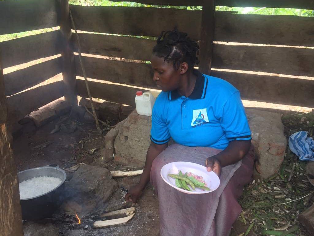 Lady-coocking-food-in-Fort-Portal