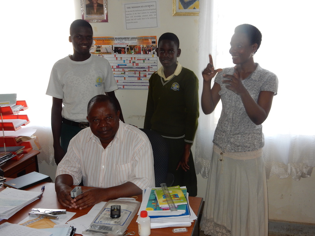 Ismail-MUTUMBA_head-teacher-with-his-students-Ismail-Nalukwago-with-sign-language-interpreter